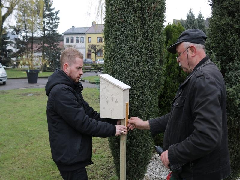 montaż domków dla pszczół